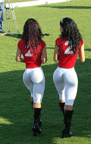 chicks_in_panama_at_a_cricket_game